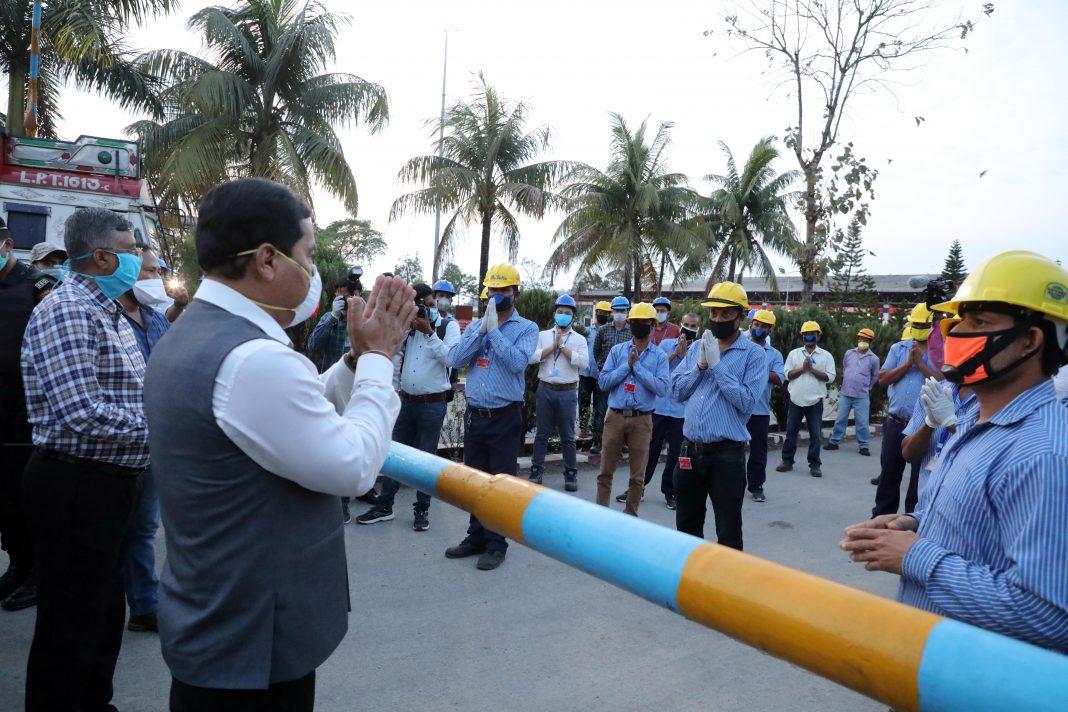 Sonowal visits LPG Bottling Plant at Bijaynagar