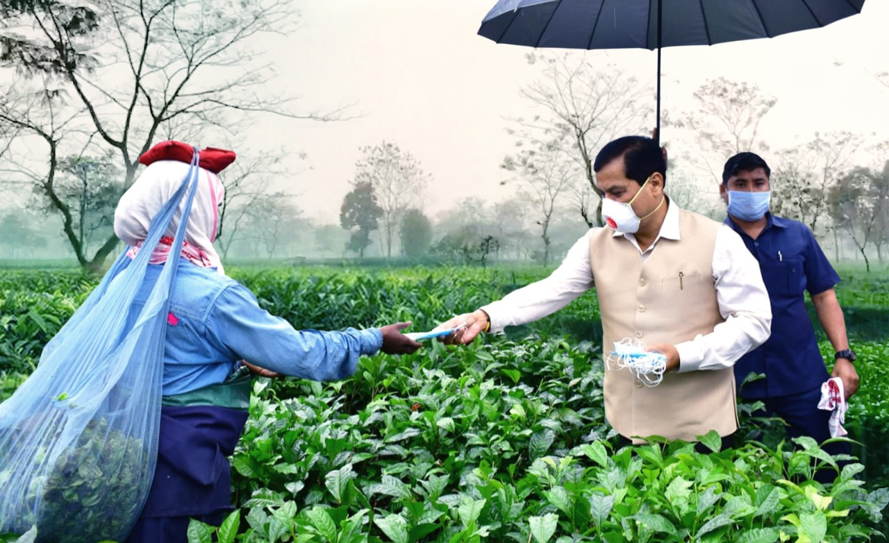 Sonowal distributed masks among more than 1.13 lakh tea garden workers