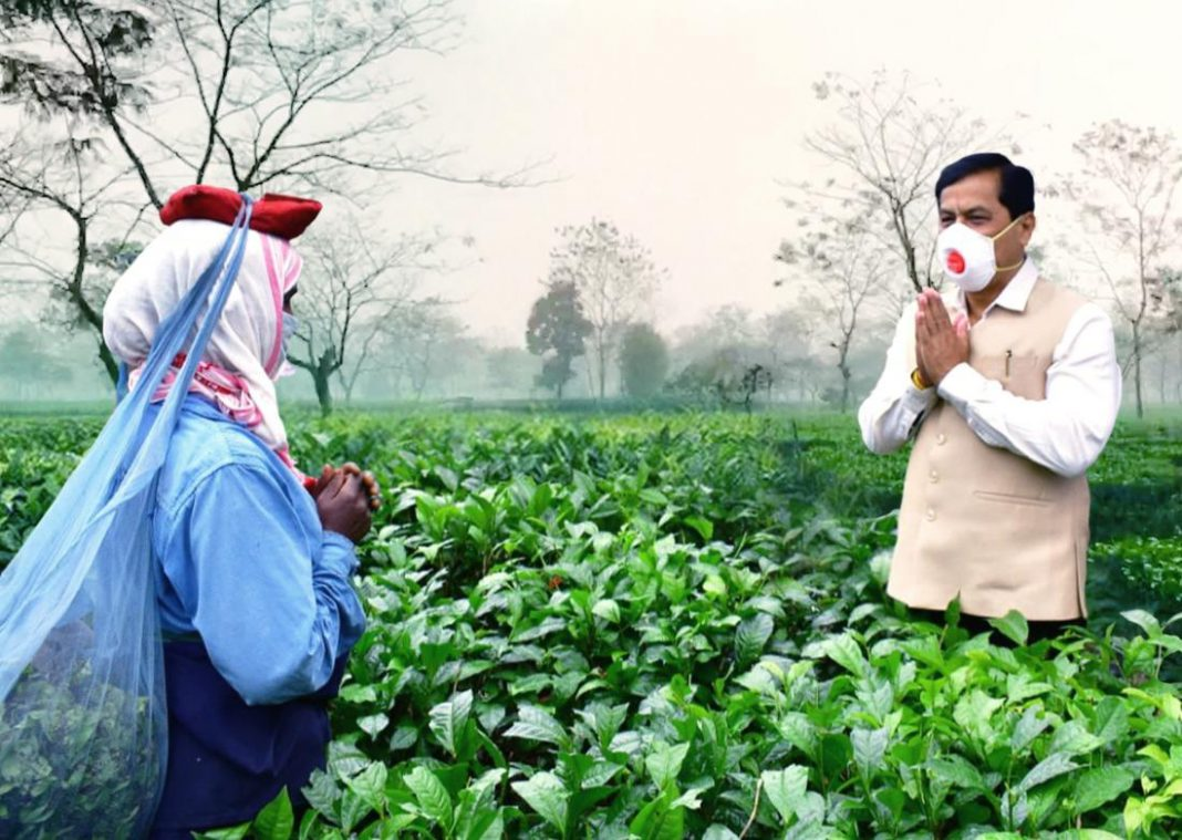 Sonowal distributed masks among tea garden workers.