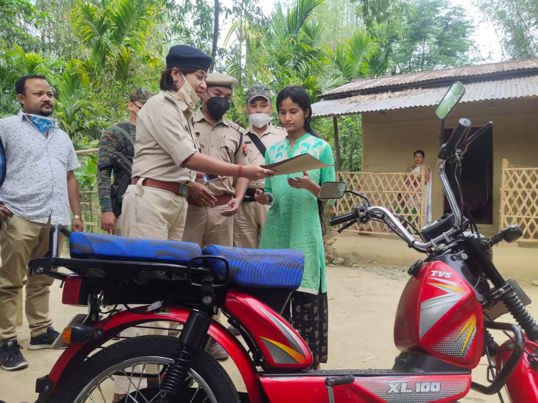 Assam police help young girl selling vegetables