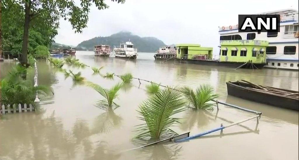 Water level of Brahmaputra in Guwahati increases