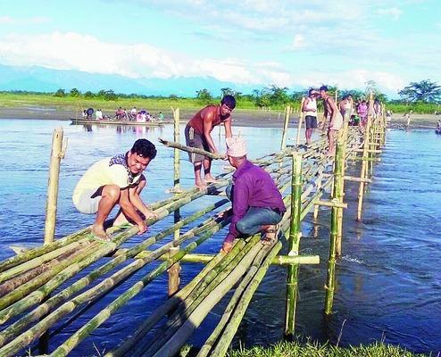 Assam villagers construct bridge