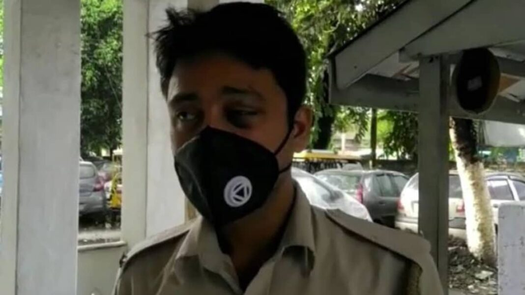 Group of people attacked an Assam police constable for asking to wear face masks
