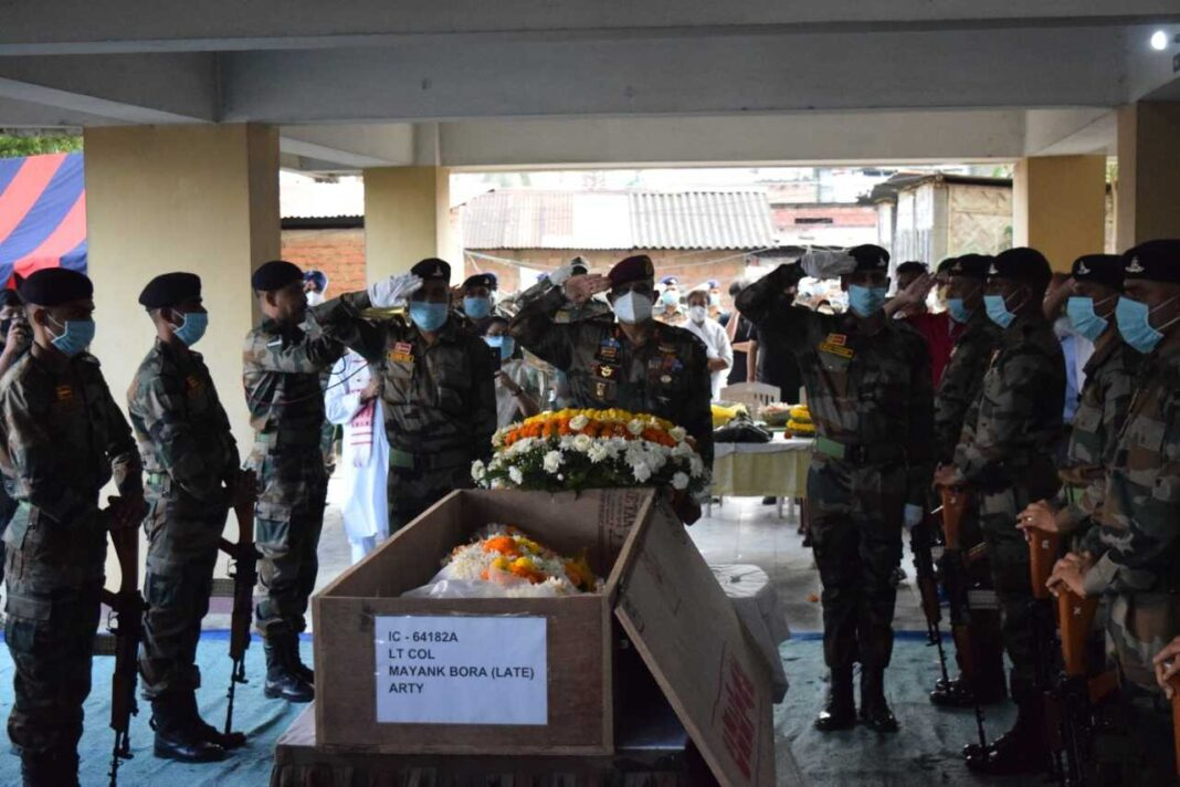 Last rite of Lt. Col Mayank performed with full Military Honour