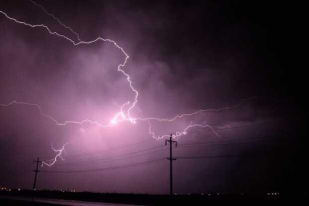 Lightning kills 3 and injures 7 in Tripura