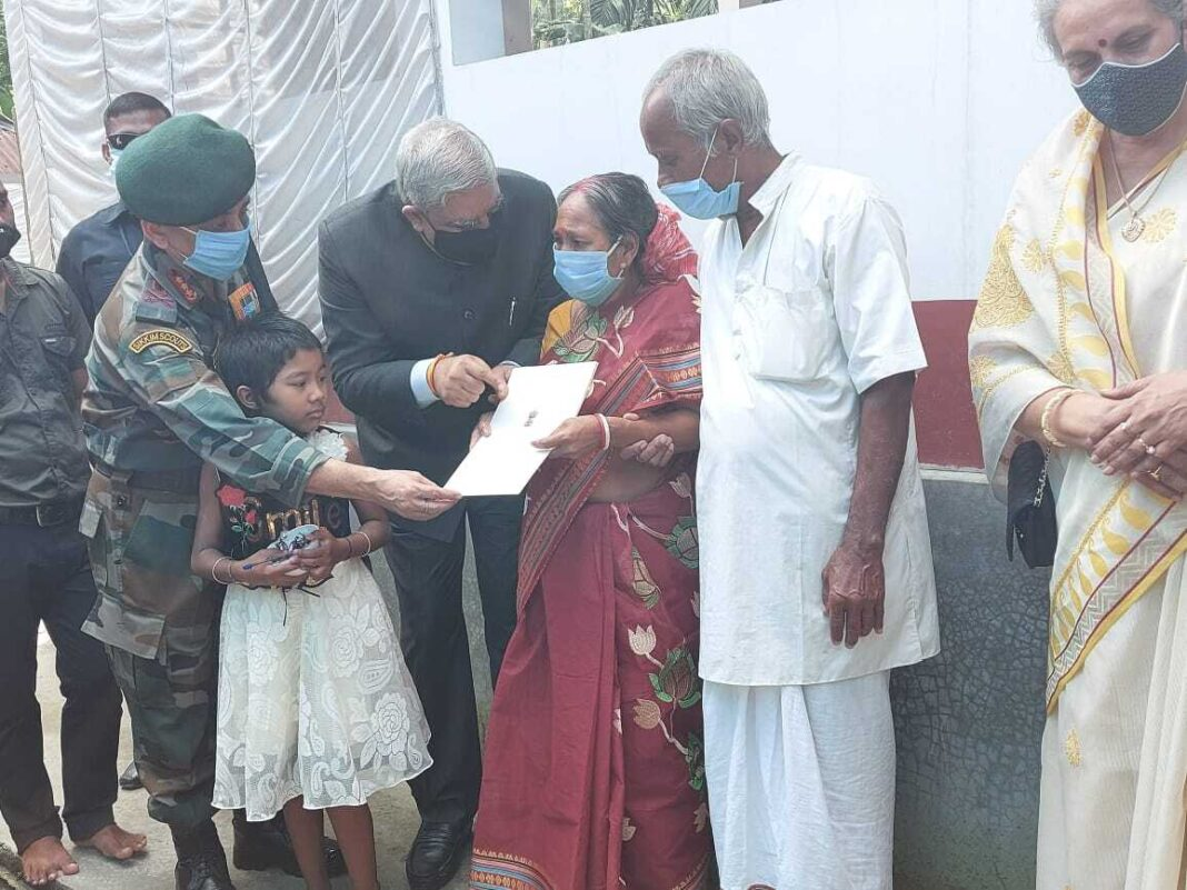 West Bengal Governor meets family members of Hav (late) Bipul Roy
