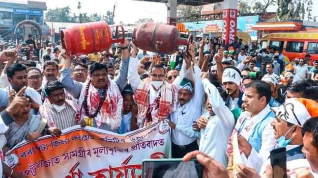 Assam Cong leaders carry LPG cylinders on their heads in protest against fuel price hike